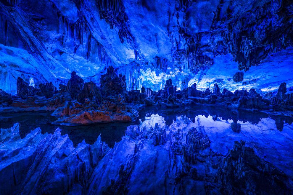 Пещеры фигурируют во многих фантастических произведениях (причем, как в фэнтези, так и в научно