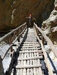 Мостик на тропе в ущелье Зарос