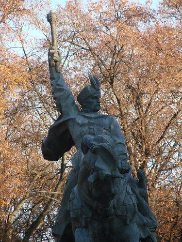 Город Хмельницкий. Памятник Богдану Хмельницкому