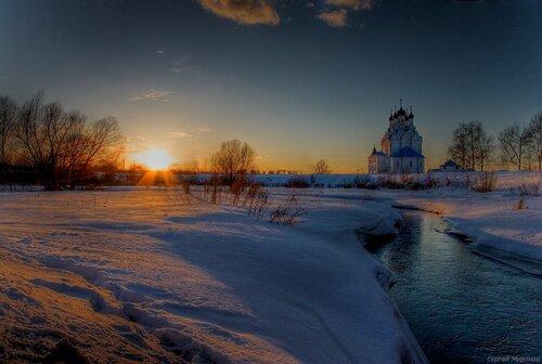 Закат на Яузе у храма Благовещения Пресвятой Богородицы