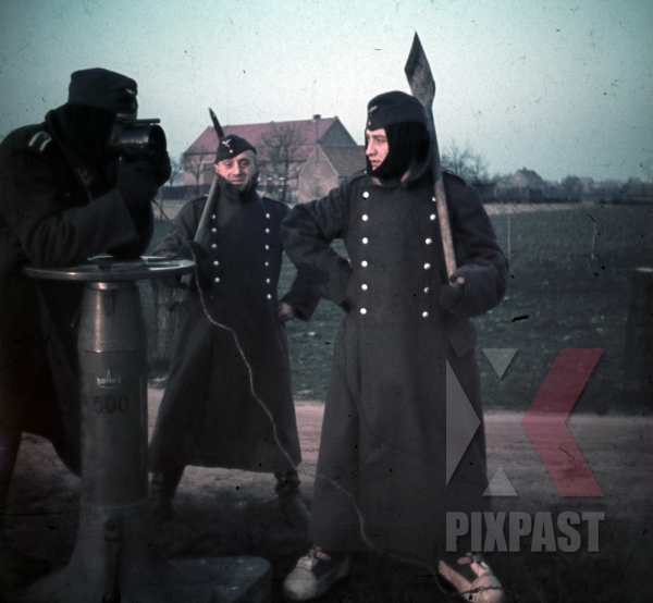 stock-photo-dunkirk-france-winter-1940-luftwaffe-flak-soldiers-shovel-aircraft-viewer-winter-boots-jacket-9721.jpg