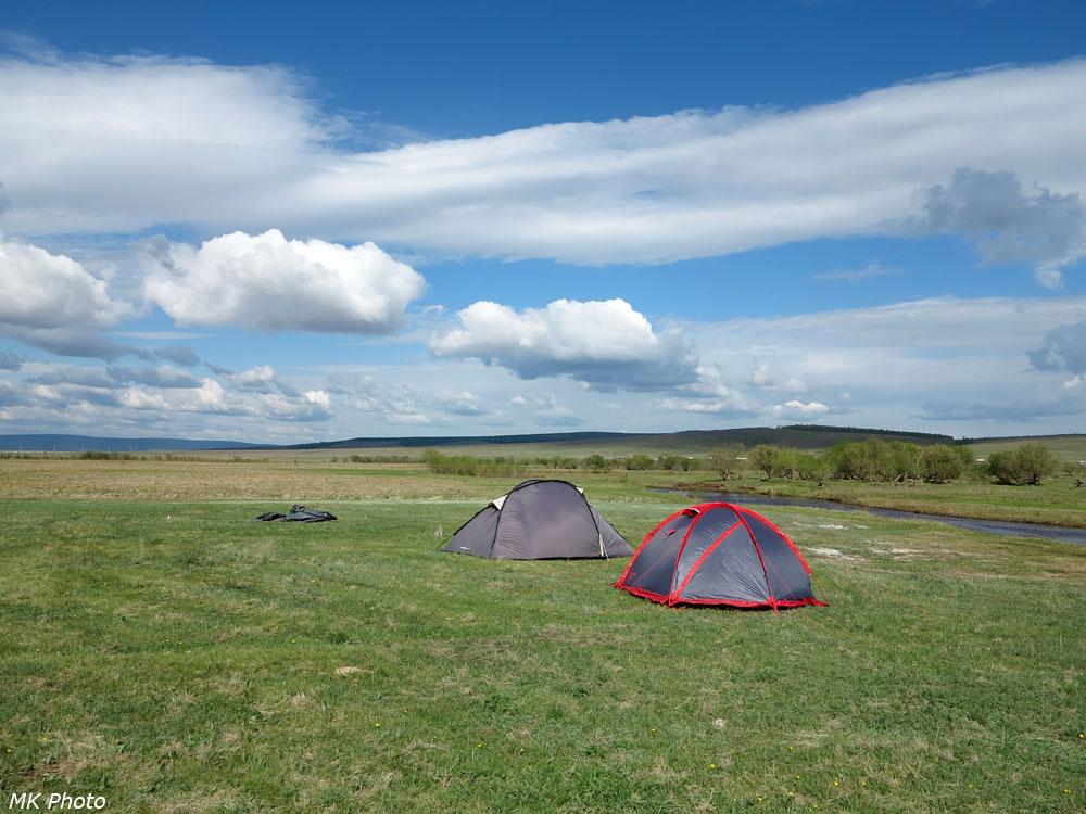 Палатки в степи