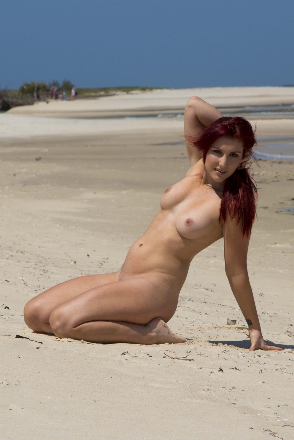 Обнаженная Селеста на пляже