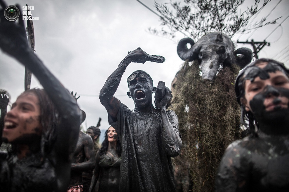 Шествие «грязнуль» по городу.(Victor MORIYAMA/AFP/Getty Images)