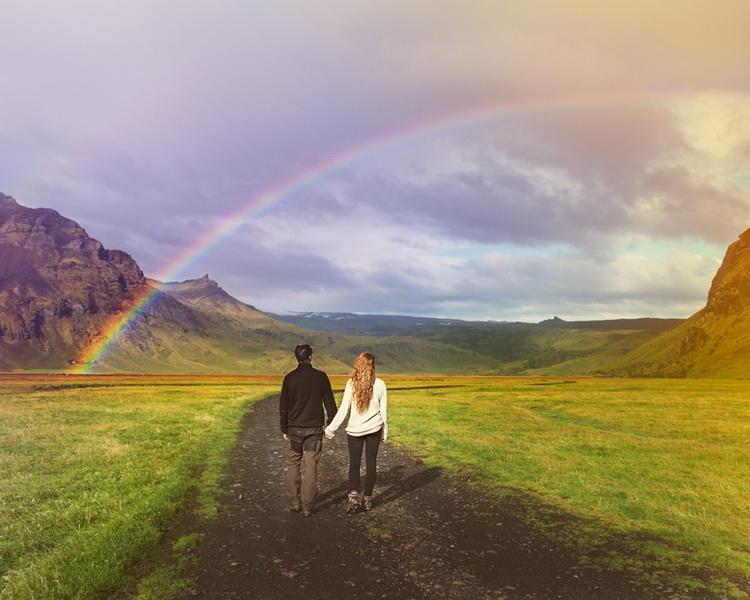 Молодая пара решила вместо стандартной свадьбы уехать с фотографом в Исландию (10 фото)