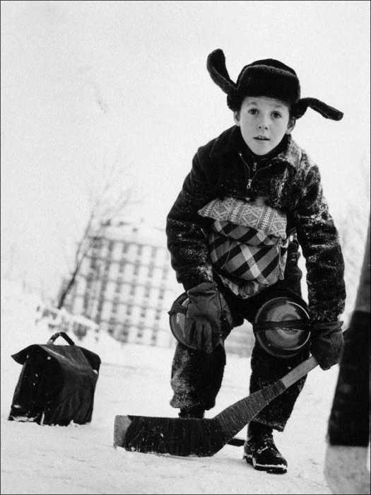 Хоккей — любимая игра советских детей.  Популярная ежедневная газета