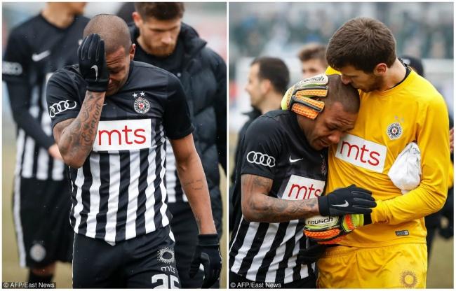 © AFP/EAST NEWS  © AFP/EAST NEWS  Бразильский футболист Эвертон Луис стал жертвой расист