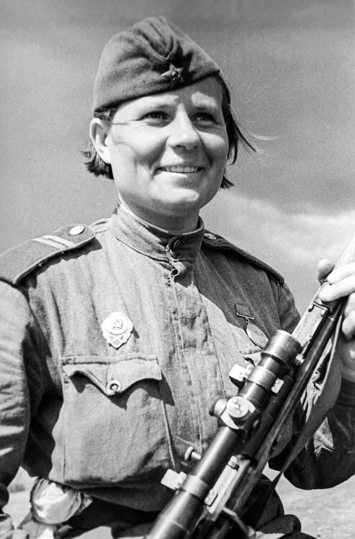 1942 год, женщина-снайпер под Сталинградом.