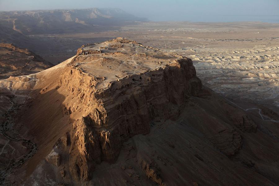 Карстовая воронка на территории заброшенного курорта Эйн-Геди на берегу Мёртвого моря в Израиле, 11