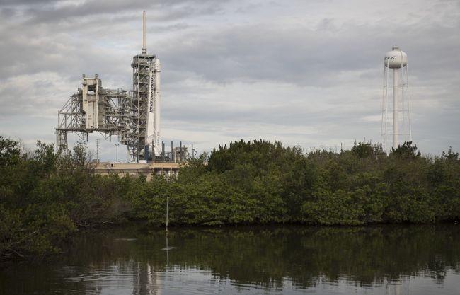 Компания SpaceX в первый раз повторно запустила в космос грузовой корабль (1 фото)