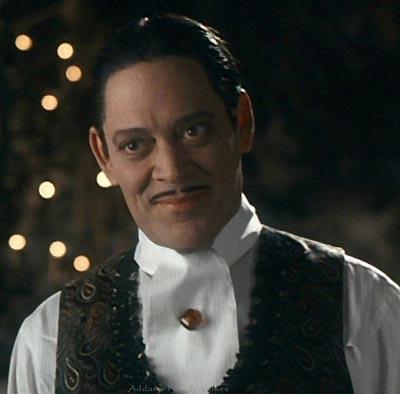 Рауль Хулиа (Гомес Аддамс) Актер скончался в 1995 году от рака желудка. Его вклад в киноискусство бы