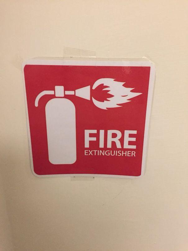 С этим огнетушителем что-то не так.