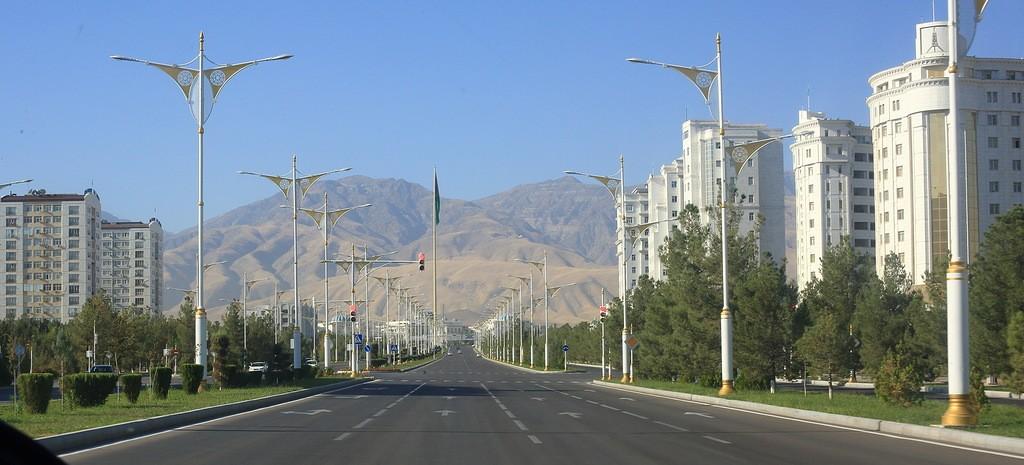 17. Самое интересное для нас — это туркменское решение жилищного вопроса. Квадратный метр жилья в Аш