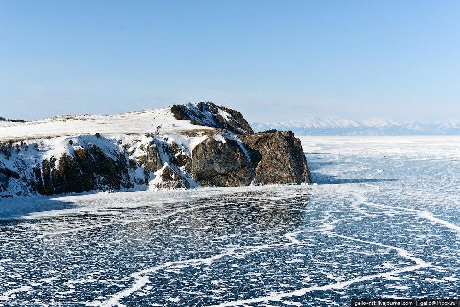 Огромный по площади пласт льда то сжимается, то расширяется, создавая большое давление внутри с