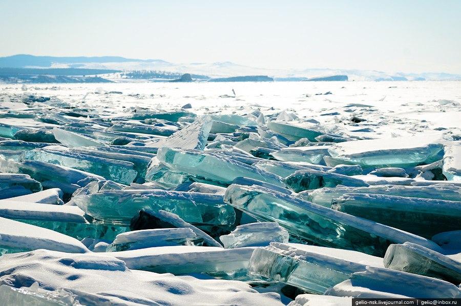 Вследствие этого, вдоль становых щелей образуются торосы — нагромождение обломков льда.