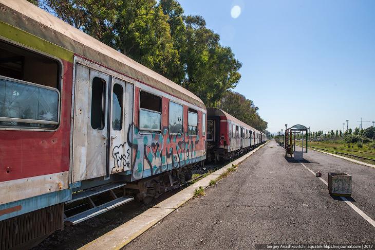 2. Железные дороги Албании во время тоталитарного режима Энвера Ходжи, когда использование частного