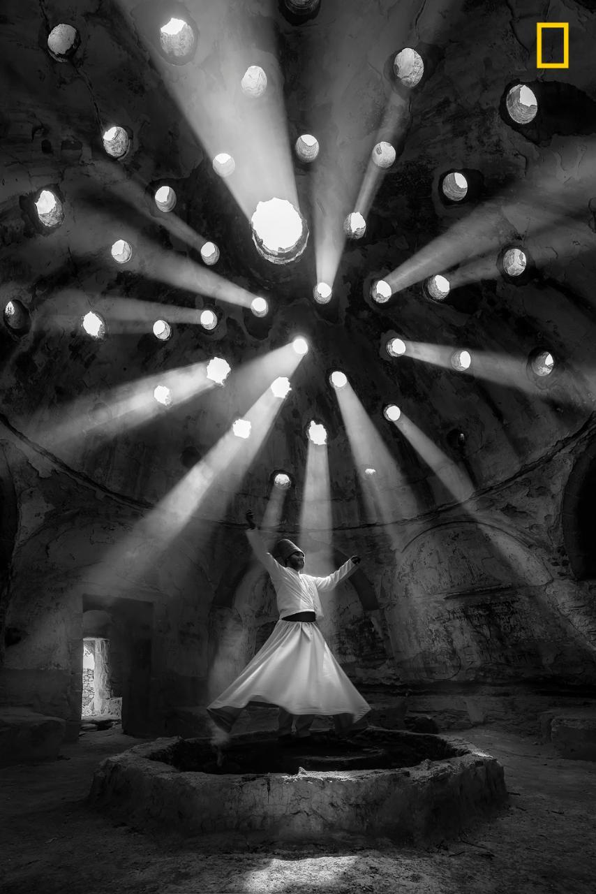 В категории «Люди» победил турецкий фотограф Ф. Дилек Уяр с фотографией дервиша (мусульманский монах