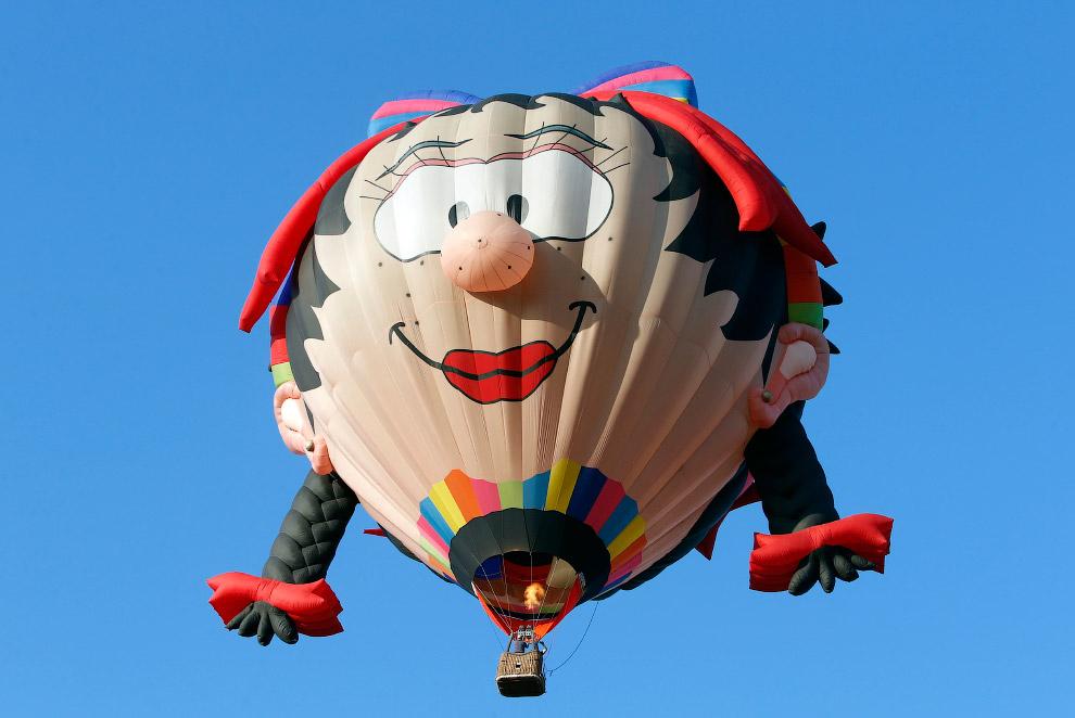 Первыми воздушный шар в 1783 году изготовили братья Монгольфье. Созданный ими шар наполнялся го