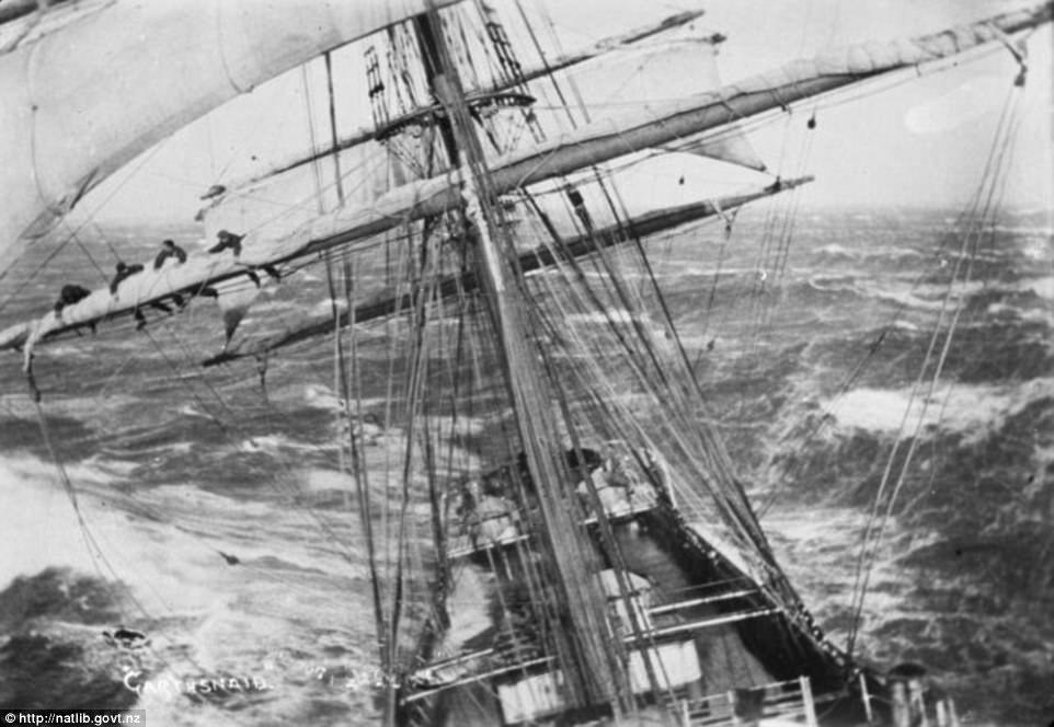 Спасательное судно, которое занимается поисково-спасательными операциями в Ла-Манше, у берегов Ньюхе
