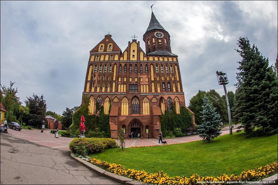 2. Одна из главных достопримечательностей Калининграда-Кенигсберга — Кафедральный собор на острове К