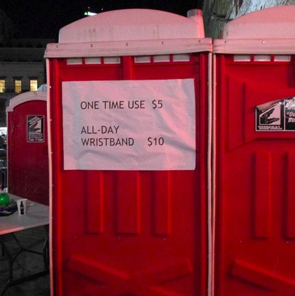 Туалет, где за одно посещение требуют пять баксов, а за абонемент на день — десять. Стойте. Пять бак