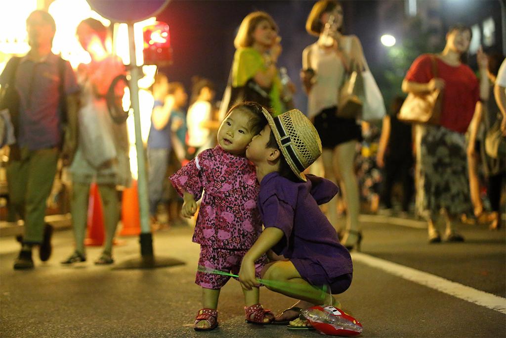 Как один фотограф доказал, что миром правит любовь