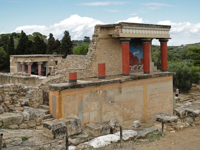 © wikipedia     Неожиданное открытие было сделано вКноссе, вразвалинах дворца. Древние