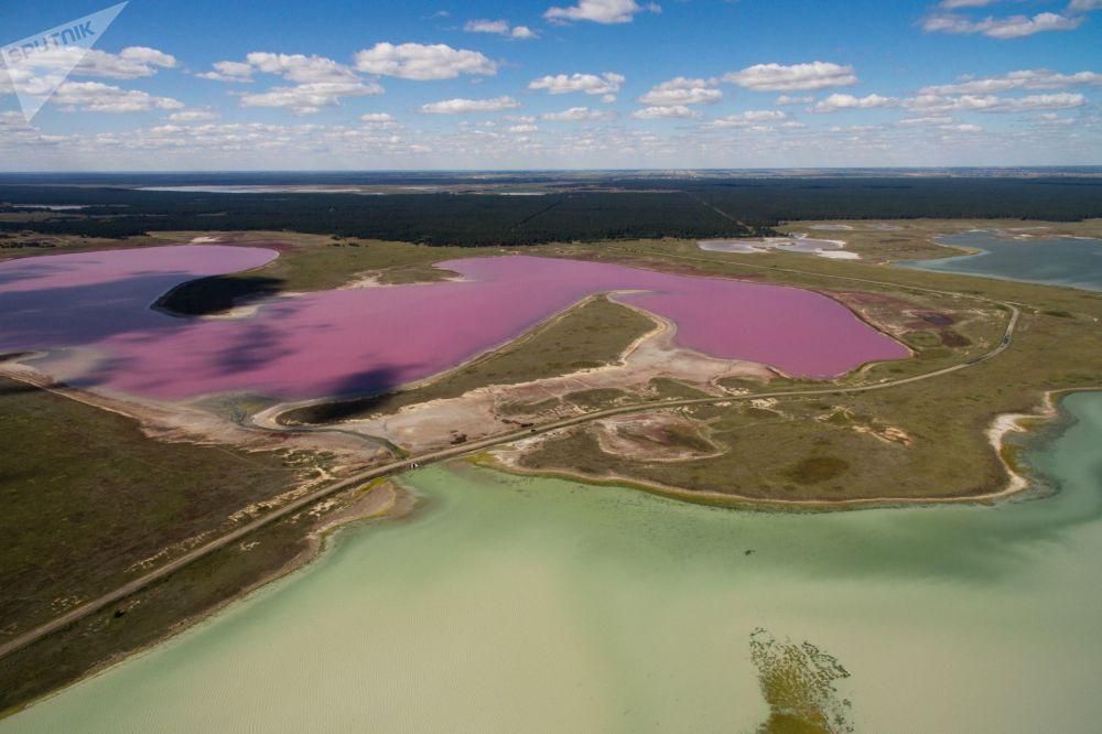 Соленая вода в этих озерах помогает заживлять раны, она активирует кровообращение подкожных ткан