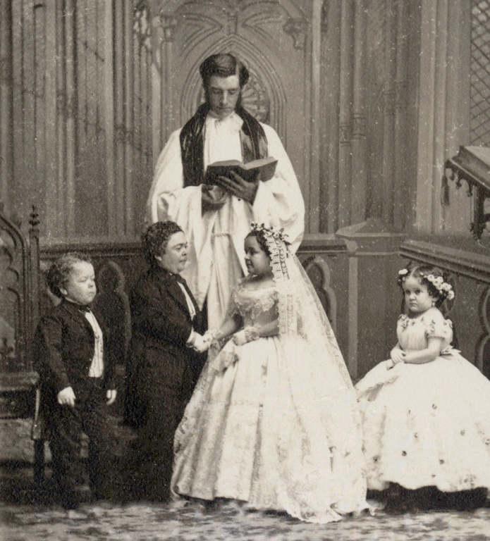 В 1863 году Страттон женился на Лавинии Уоррен, карлице из цирка Барнума; церемония прошла в Епископ