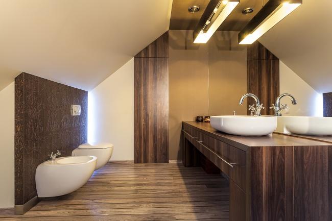 © https://ru.depositphotos.com/34109055/stock-photo-country-home-wooden-bathroom.html