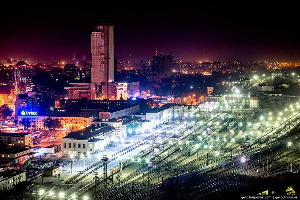53. На станции Екатеринбург-Пассажирский построены 30 путей и 8 платформ.