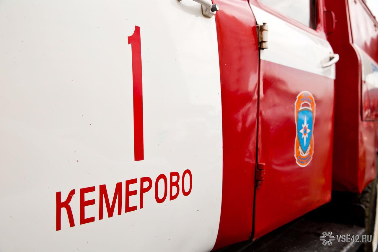 Большой пожар вКузбассе: ночью сгорели 5 фургонов