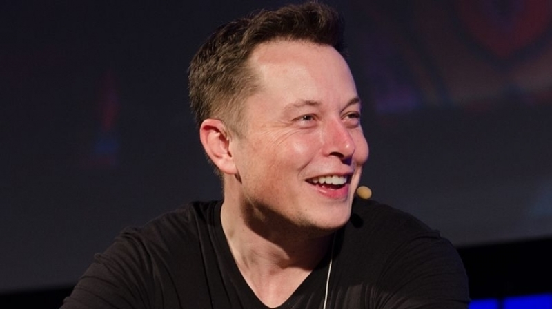 Tesla обнародовала 1-ый тизер своего фургона