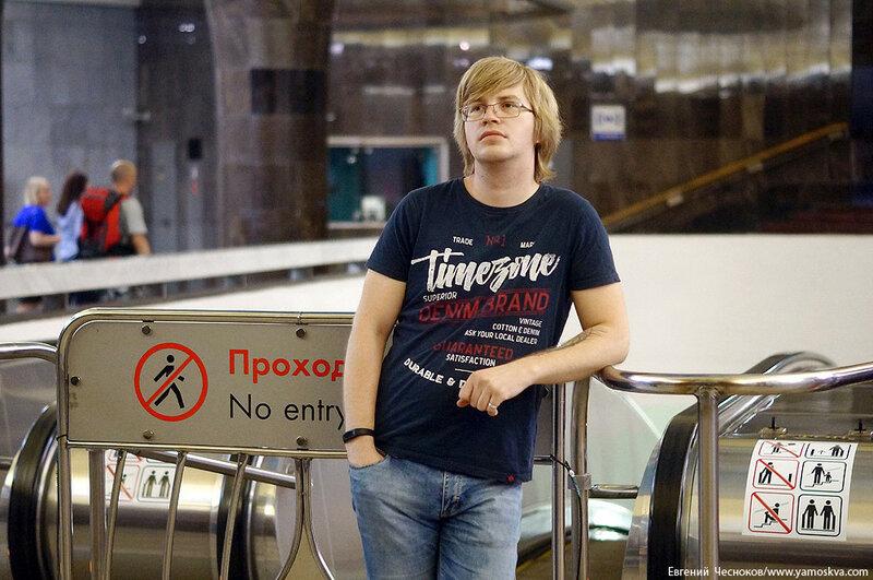 Поэзия в метро. Виктор Канаев. 19.07.17.03..jpg