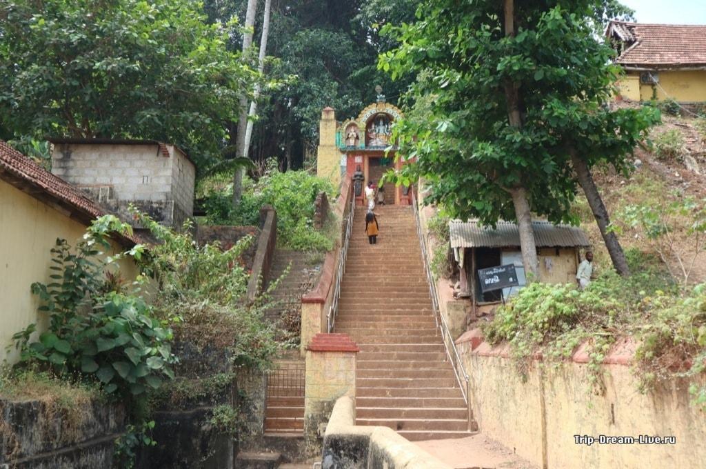 Храм Джанардана Свами - центральный вход