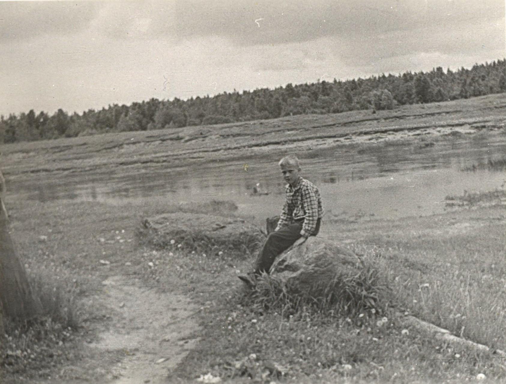 1972. На берегу реки Чагодоща