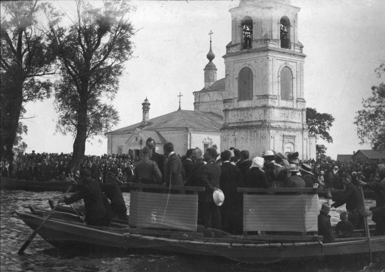 Религиозный праздник на Плещеевом озере