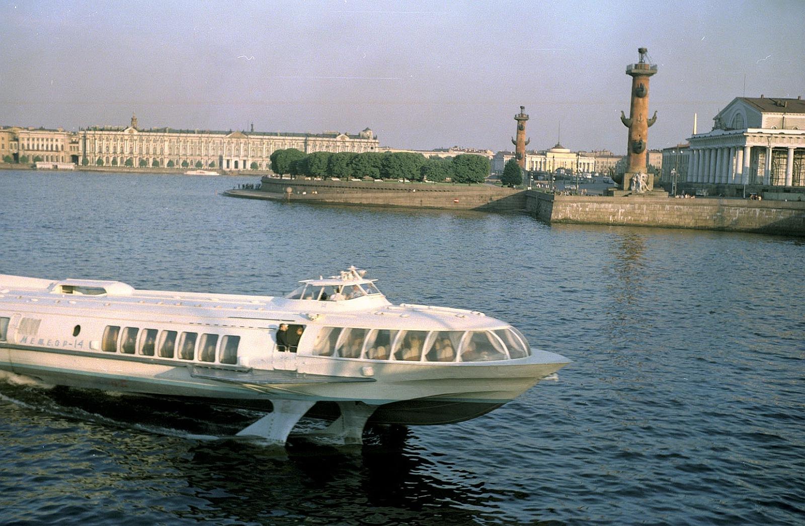 Корабль на Неве