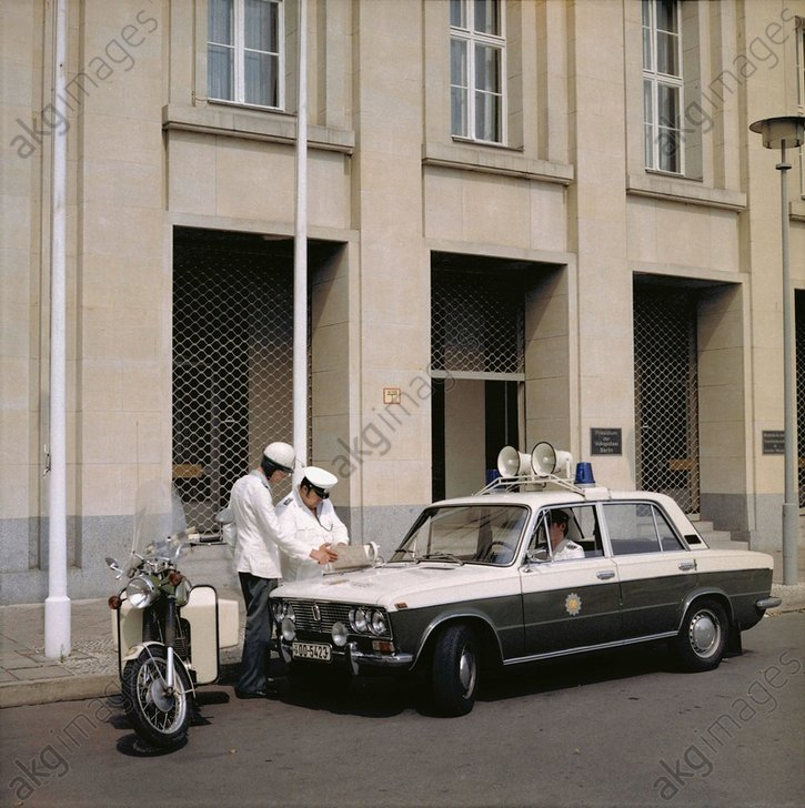 DDR-Volkspolizei in Ostberlin/Foto 1984 - -