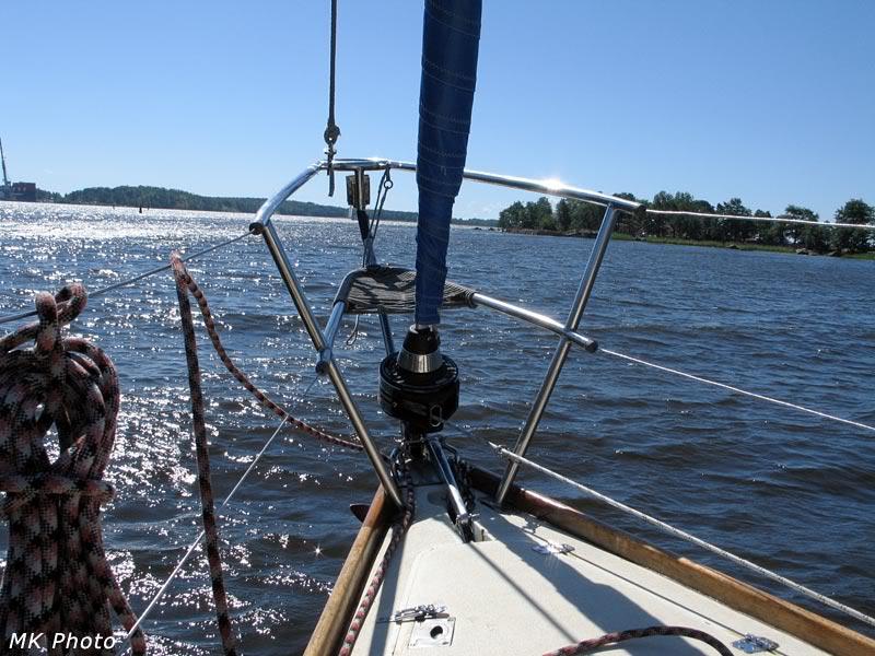 Нос яхты; видна верёвочная беседка, в которой я сидел в дальнейшем