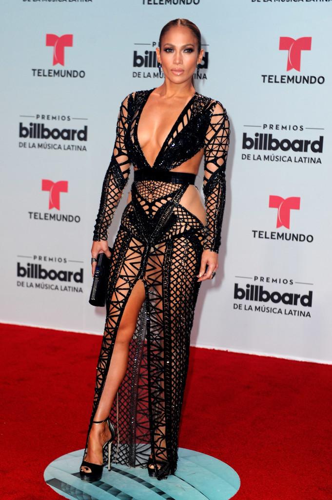 Дженнифер Лопес в сексуальном платье
