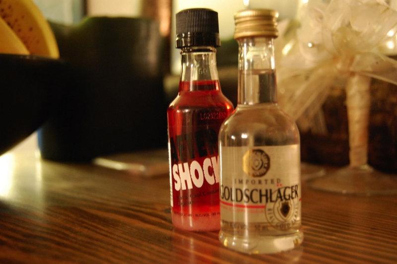 Стоимость одной бутылки швейцарского напитка Голденрот— порядка $300. Посути это обыкновенный,