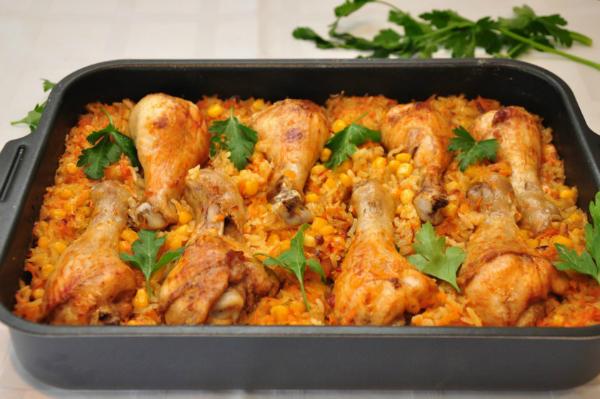 Куриные ножки с рисом — это беспроигрышное сочетание продуктов, дополненное ароматными овощами и спе