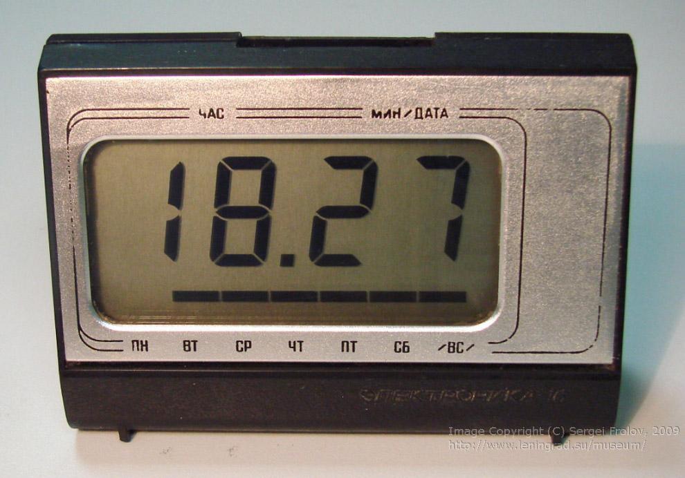 23. «Электроника Б3-10» — портативный электронный калькулятор, работающий от аккумулятора, 1974 год.