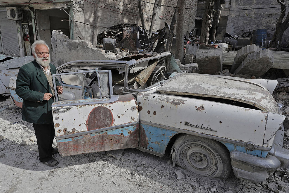 12. Вот такая история о коллекционере и его винтажных автомобилях, пострадавшими от войны в Але