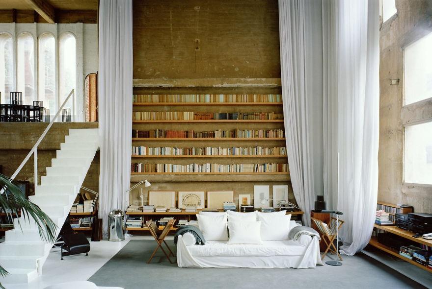 © ricardobofill.com  Здесь всегда уютно икомфортно: найдется место как для работы, так идля