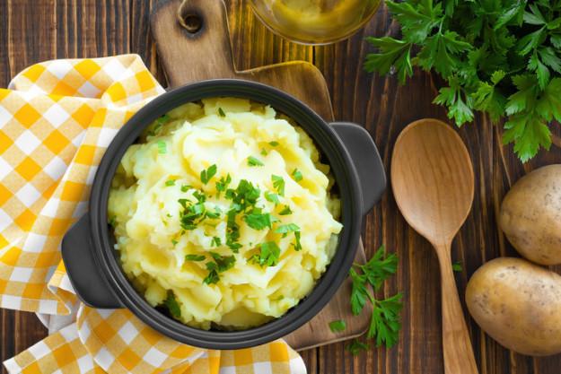 Английский толченый картофель Первый рецепт толченого картофеля появился в книге рецептов 1747 года