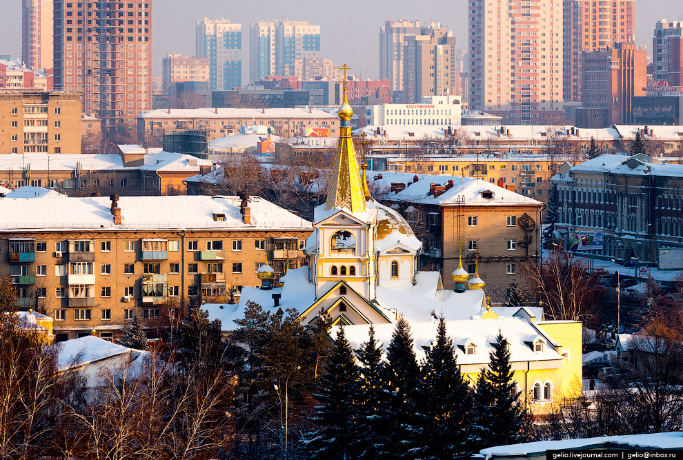 32. Пересечение улиц Гоголя и Мичурина, Центральный рынок (слева) и торгово-развлекательные цен