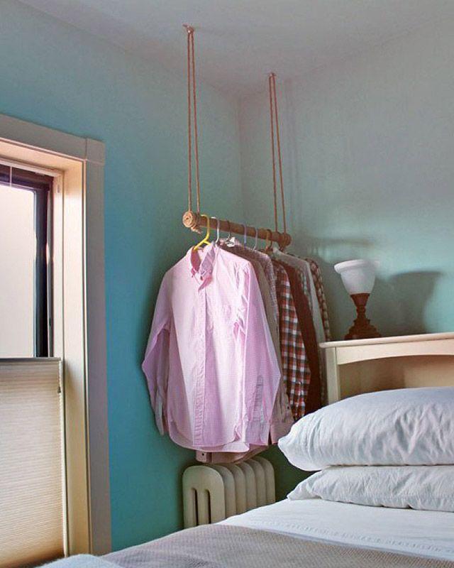 23. Вместо обычной вешалки, повесьте одежду на вот такую вот самодельную. Она будет выглядеть куда у
