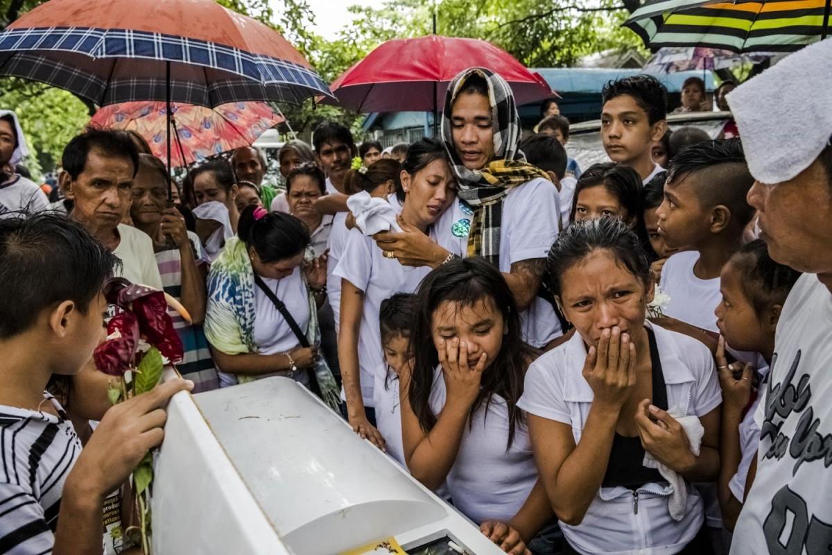 Похороны Хоселито Руфино. Он играл с племянницей в видеоигру, когда несколько человек в масках ворва